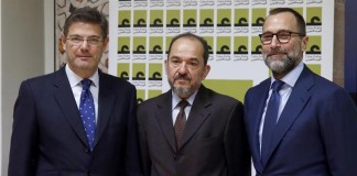 Rafael Catalá y James Costos
