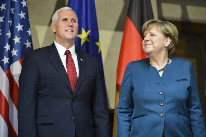 Mike Pence y Angela Merkel